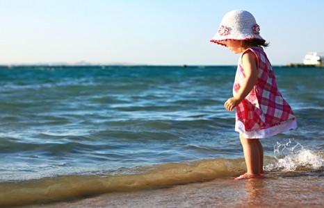 Ребенок на море