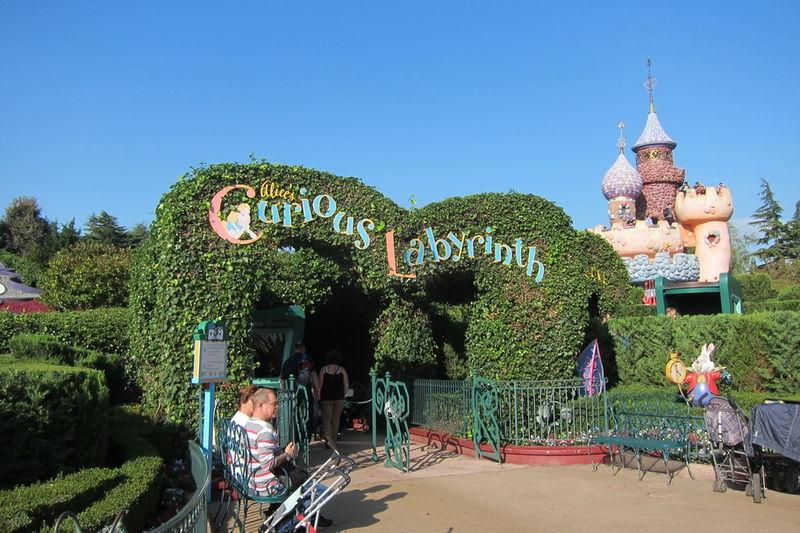 alices_curious_labyrinth_disneyland_paris