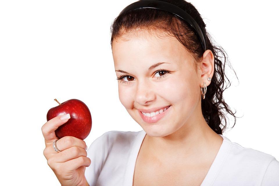 Яблоко будешь?
