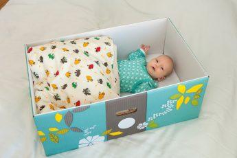 Почему дети спят в коробке, в Финляндии?