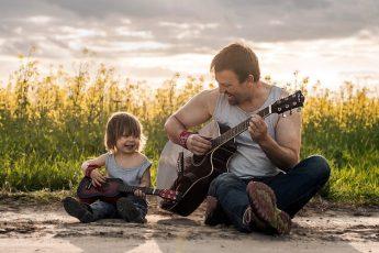 content_otec-syn-gitary-muzyka-nastroenie