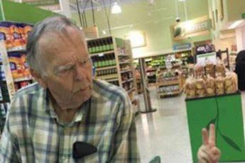 Вот так современные дети разговаривают с пожилыми