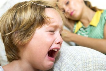 10 фраз, которые разрушают отношения с ребёнком