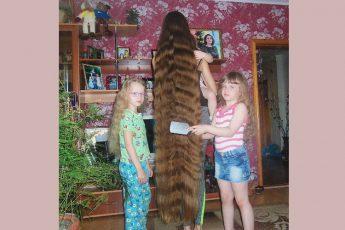 Девушка 27 лет с длинной волос почти до пят - настоящая Рапунцель