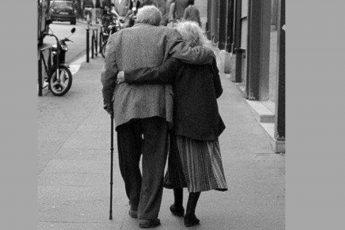 Красиво, нежно и жизненно - обожаю таких бабушек и дедушек