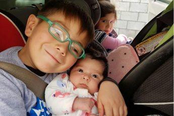 15 деток впервые увидевшие своих сестер или братиков