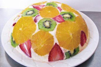 Быстрый и вкусный фруктовый торт без выпечки