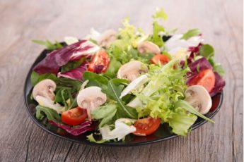 Пятёрка легких салатов, которые не оставят голодными и не испортят фигуру